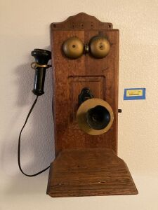 Vintage hand crank wall phone  Unable to open front