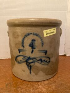 4 gallon bee sting crock w lug handles - partially cracked on the side and bottom