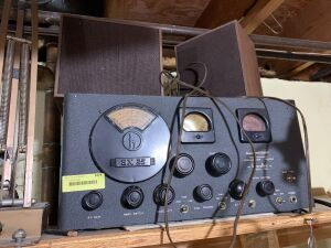 Hallicrafters Super Defiant High Frequency Communications Receiver and two speakers