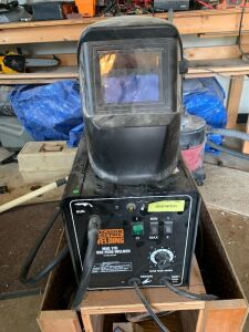 Chicago Electric MIG 170 Wire Feed Welder and helmet  **No Argon tank**