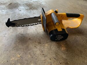 Tornado 18 V cordless chainsaw with battery but no charging base