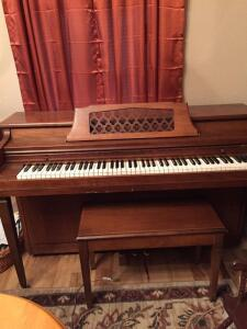 Aeolian Spinet Piano with Bench
