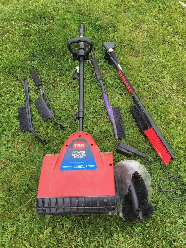 Lot 4865toro Electric Power Shovel Plus And Ice Scrapers And