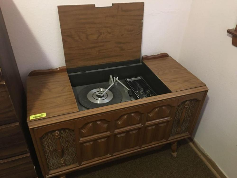Retro console stereo, record player, Perfect for listening to those