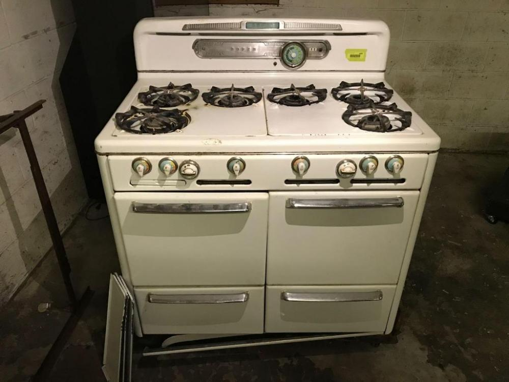 Lot 2409 Of 53 Vintage Roper Gas Double Oven Kitchen Stove Was Working When It Acquired Have Not Used Since Unknown Running Condition But Very Neat