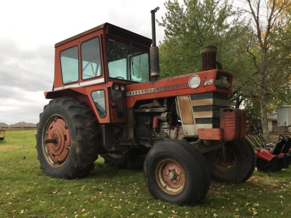 Massey Ferguson 1100 tractor  Serial Number 84J06  Has Hydraulic